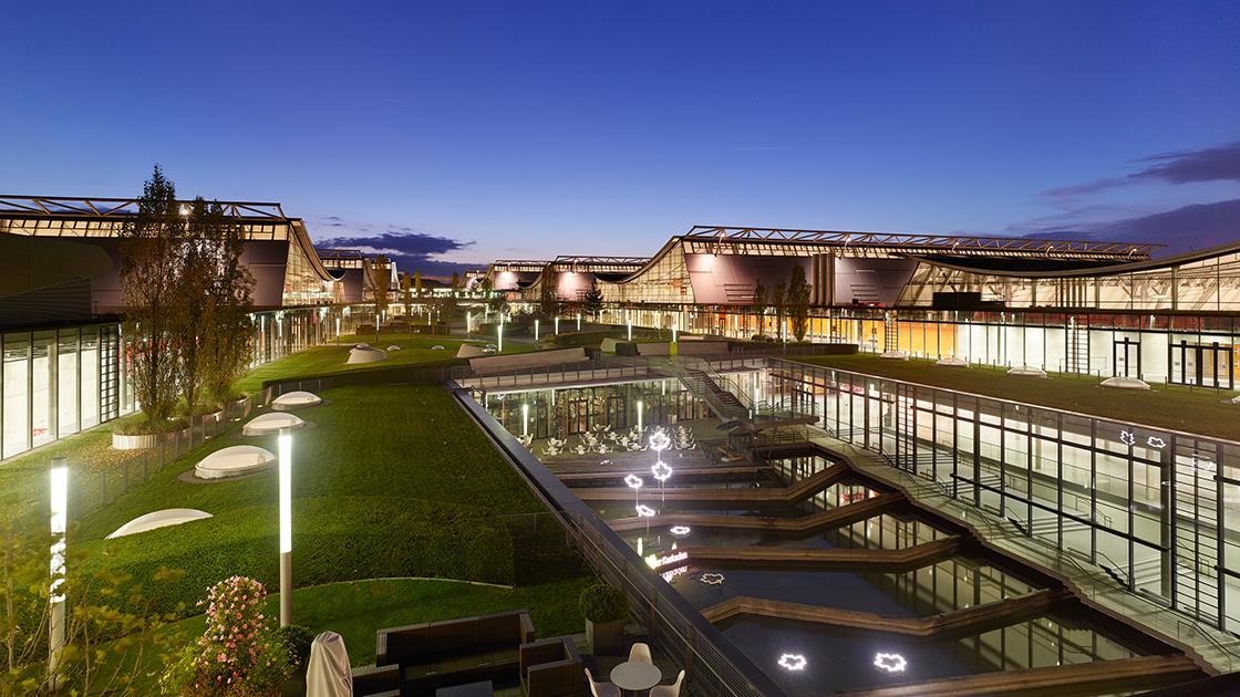 Messe Stuttgart Abendstimmung, Blick auf die Teinacher Kaskaden